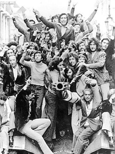 revolucion_dos_cravos_25_abril_1974_02-1